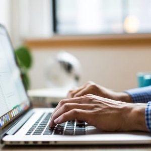 パソコン プログラミング 男性