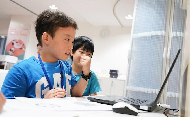 プログラミング教室 ラッコラ 子供 学習風景